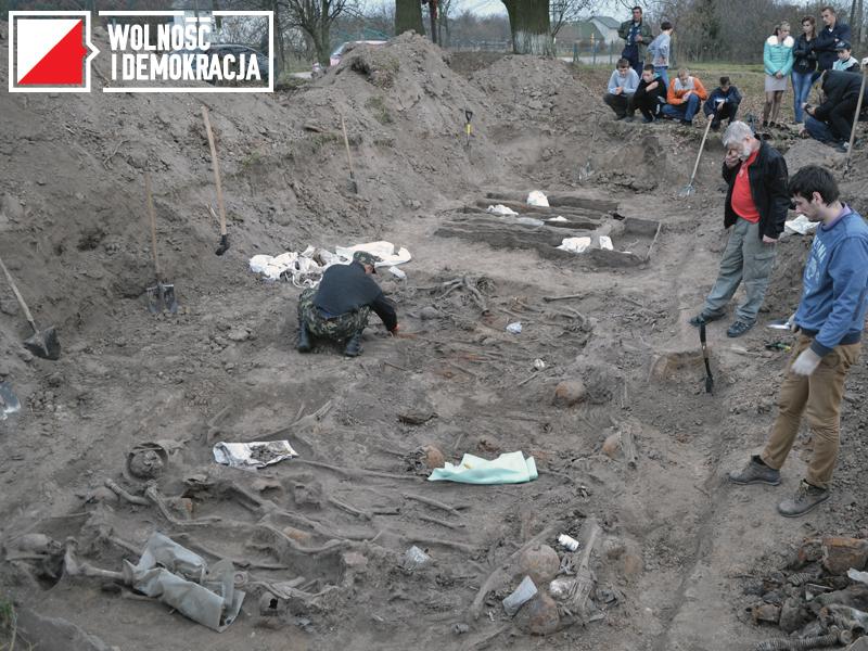 Ekshumacje szczątków żołnierzy gen. K. Sosnkowskiego