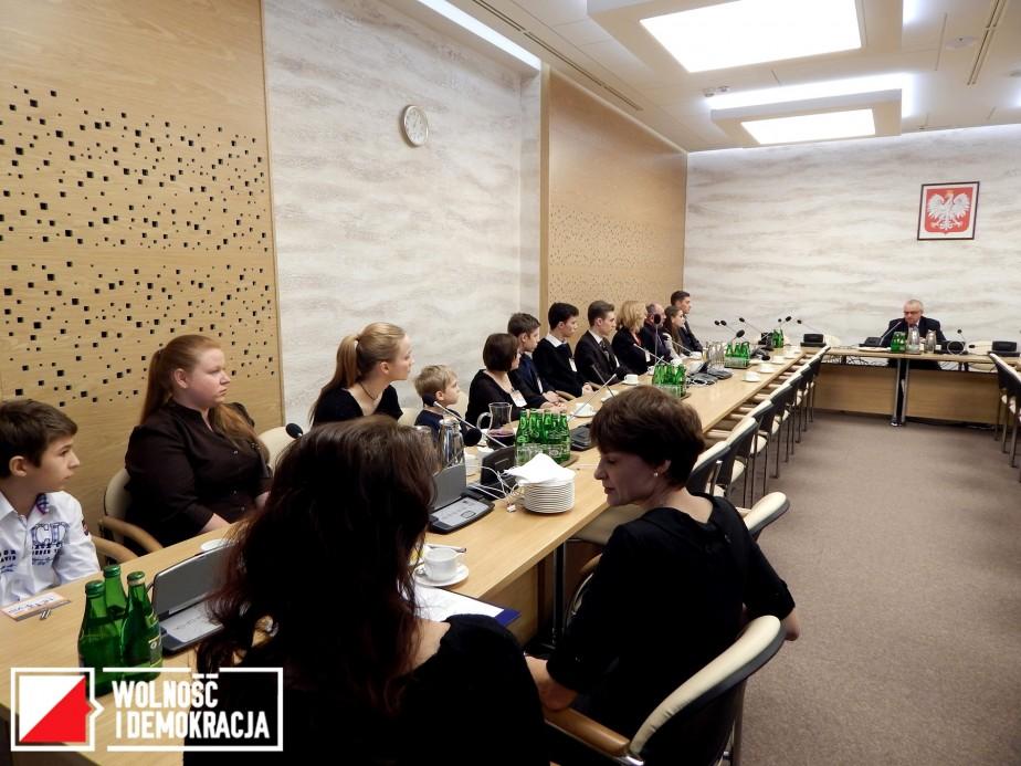 Polscy uchodźcy z Donbasu na spotkaniu z Sejmową Komisją Łączności z Polakami za Granicą