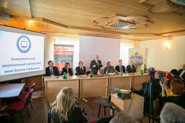 """IX Polsko-Ukraińskie Spotkania """"Polityka i historia"""" w Jaremczu"""
