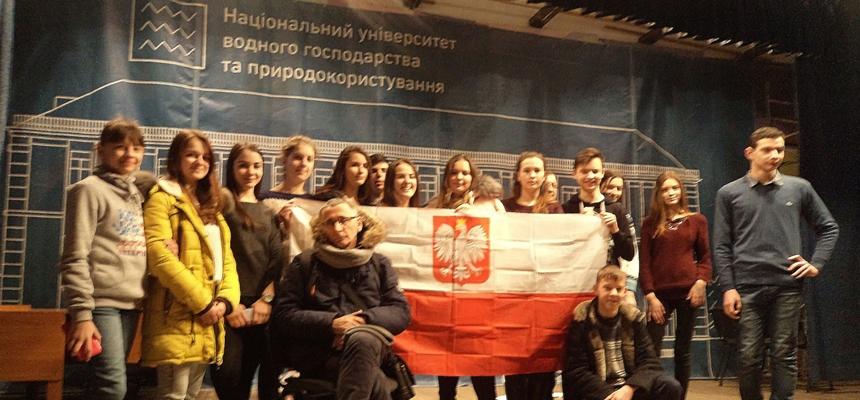 """Kolejna próba przedstawienia """"Twarze, maski gęby… Wciąż pytam o Polskę"""" w Kowlu"""
