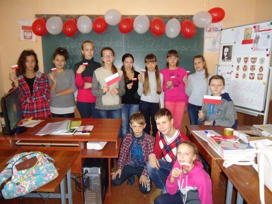 Dzieci z Izjasławia świętują niepodległość