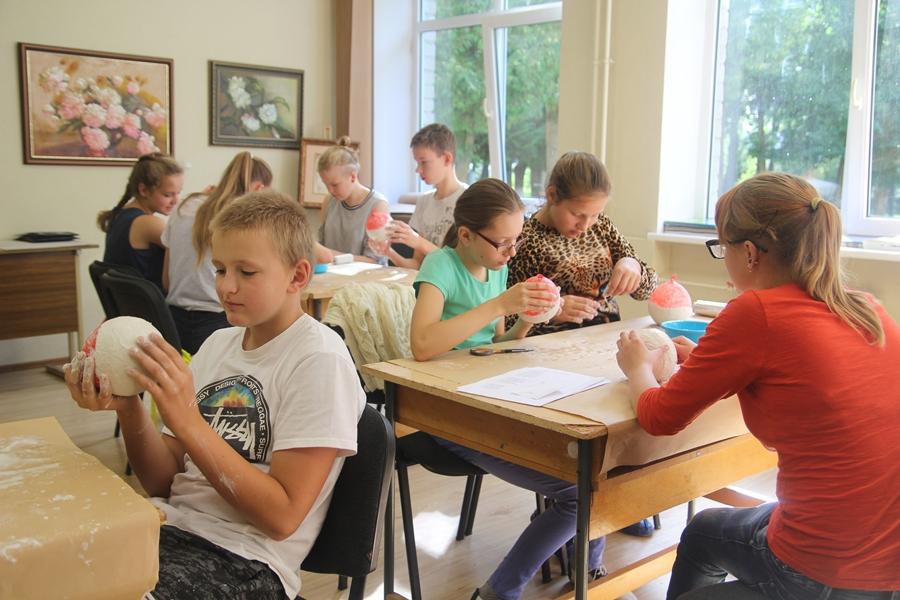 """""""Z twórczością Anny Krepsztul"""" – plener artystyczny dla dzieci z Litwy"""